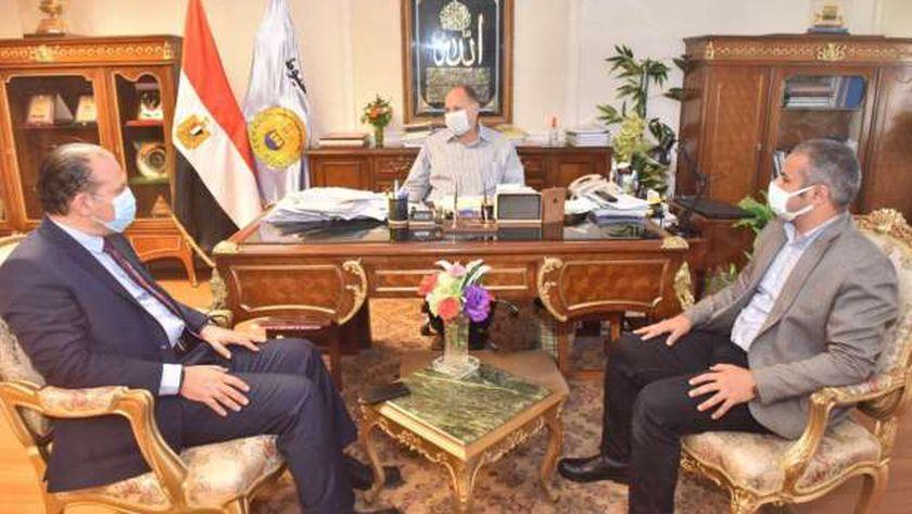 صورة محافظ أسيوط يستقبل وفد برنامج التنمية المحلية في صعيد مصر – المحافظات