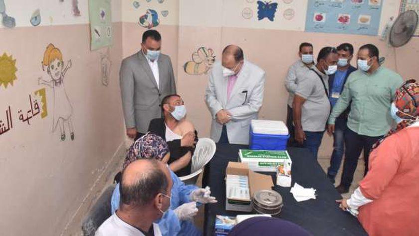بحضورمحافظ أسيوط بدء الحملة القومية لتطعيم لمواطنين بلقاح كورونا بمركز شباب ناصر