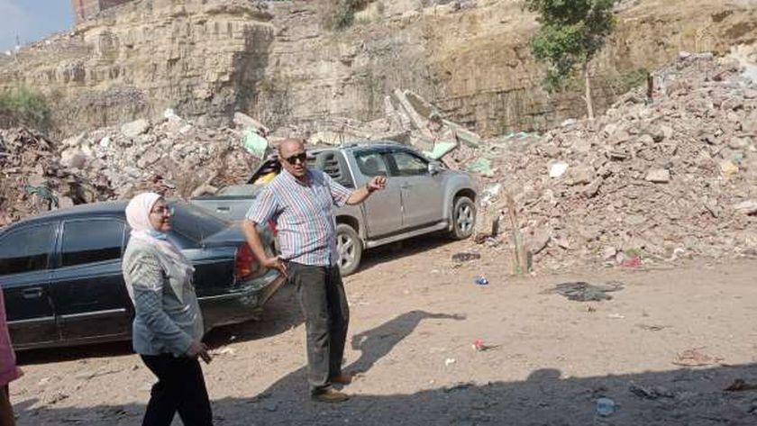 نائب محافظ القاهرة تتابع إجلاء المناطق الخطرة فى اسطبل عنتر