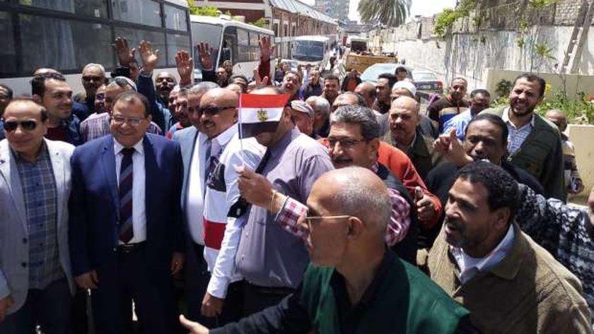 مسيرة عمالية حاشدة للمشاركة في الاستفتاء