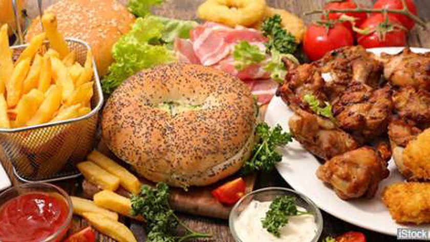 وجبات سريعة تؤدي إلى ارتفاع معدلات السمنة