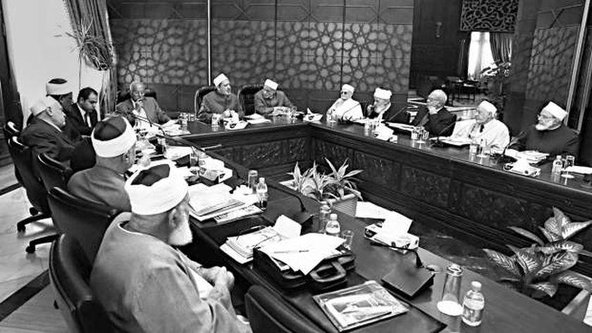 اجتماع سابق لهيئة كبار العلماء بحضور «الطيب» «صورة أرشيفية»