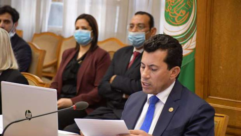 د.أشرف صبحي يوجه ببدء تنفيذ خطة رقمنة مراكز الشباب اليوم الثلاثاء