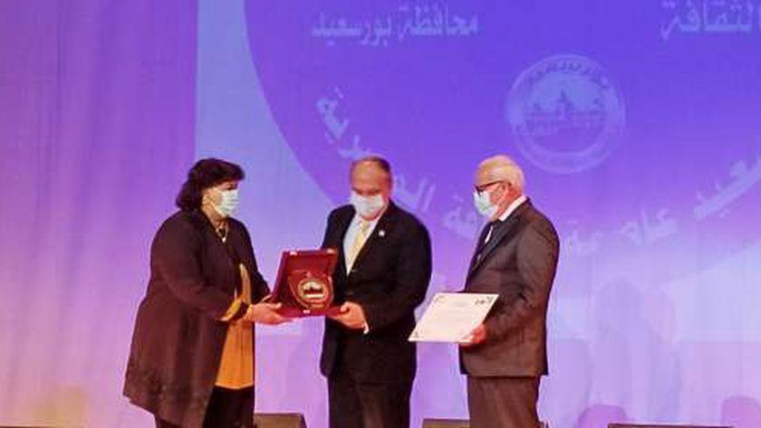 الدكتورة إيناس عبد الدايم وزيرة الثقافة واللواء عادل الغضبان محافظ بورسعيد يكرمان رموز بورسعيد