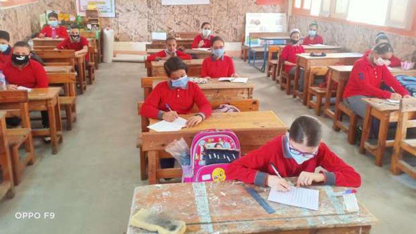 صورة أرشيفية لطلاب داخل أحد الفصول