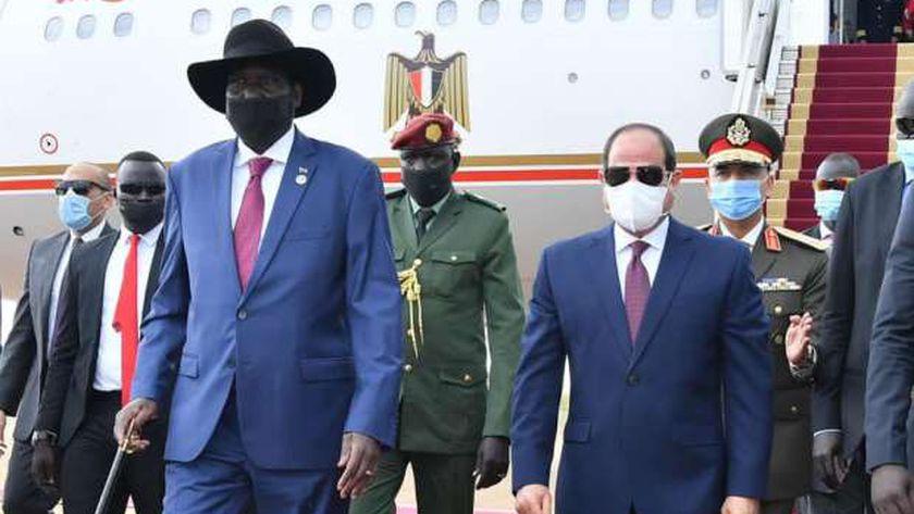 صورة السيسي يعود لأرض الوطن بعد زيارة جنوب السودان – مصر
