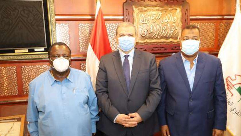 سعفان يبحث مع رئيس اتحاد عمال كينيا الاستعانة بالعمالة المصرية