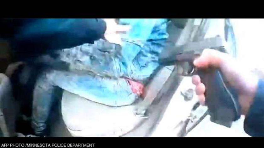 لقطة من مقطع الفيديو الذي وثق مقتل دونتيه رايت على يد الشرطة