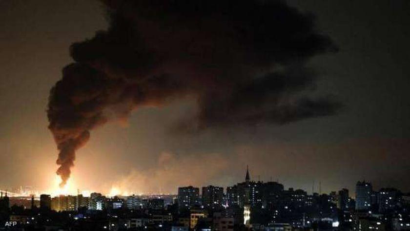 ألسنة النار والدخان تتصاعد من غزة جراء القصف الإسرائيلي