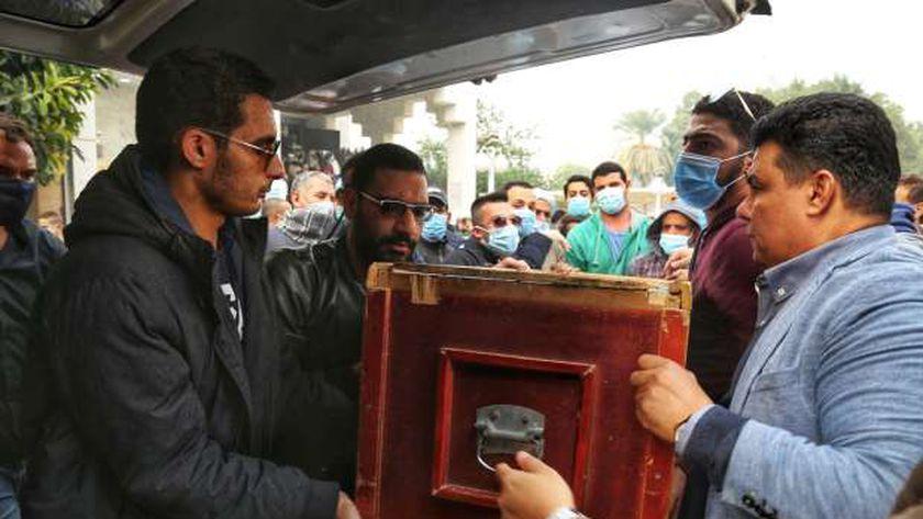 مشهد من جنازة حافظ أبو سعدة