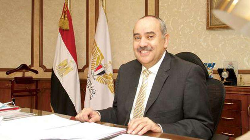 الطيار محمد منار عنبة ، وزير الطيران المدني