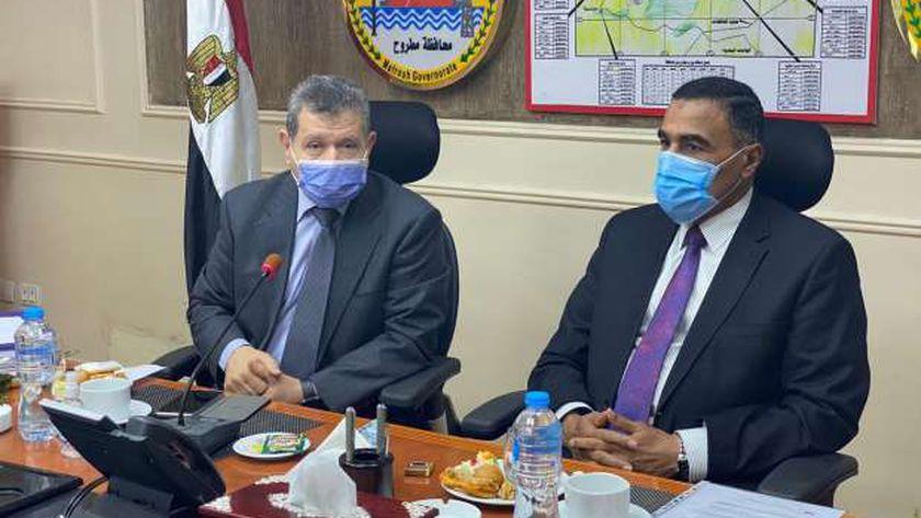 رئيس جامعة مطروح والمحافظ خلال اجتماع مجلس الجامعة