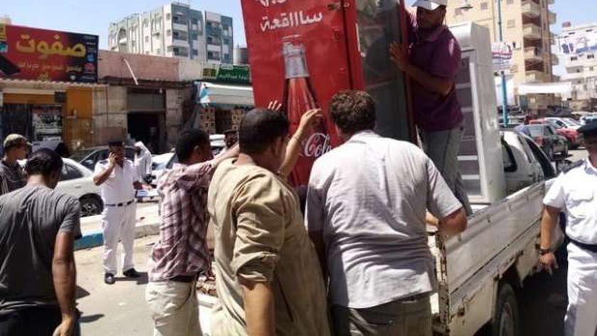 جانب من حملة مجلس مدين مرسى مطروح على الاسواق قبل عيد الاضحى