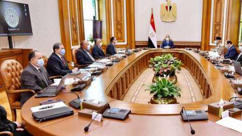 اجتماع السيسي مع رئيس الوزراء وعدد من الوزراء