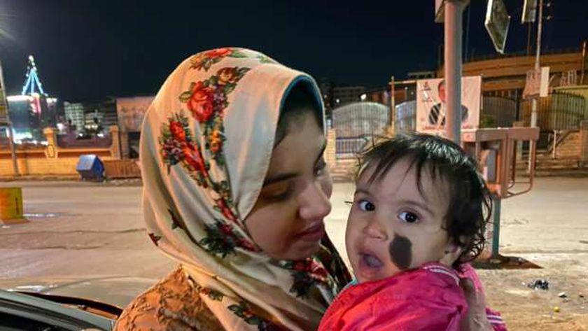 الام وطفلتها