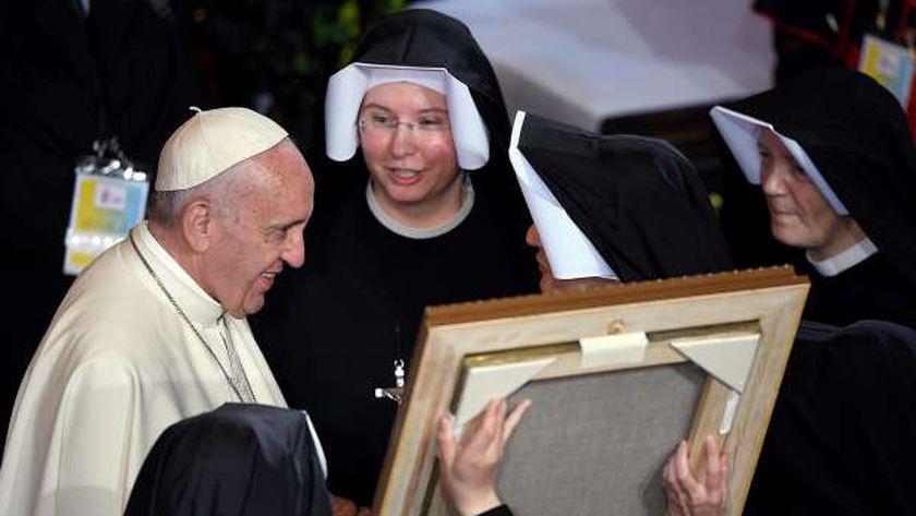 بالصور| بابا الفاتيكان يزور مواقع مرتبطة بقديسين بولنديين