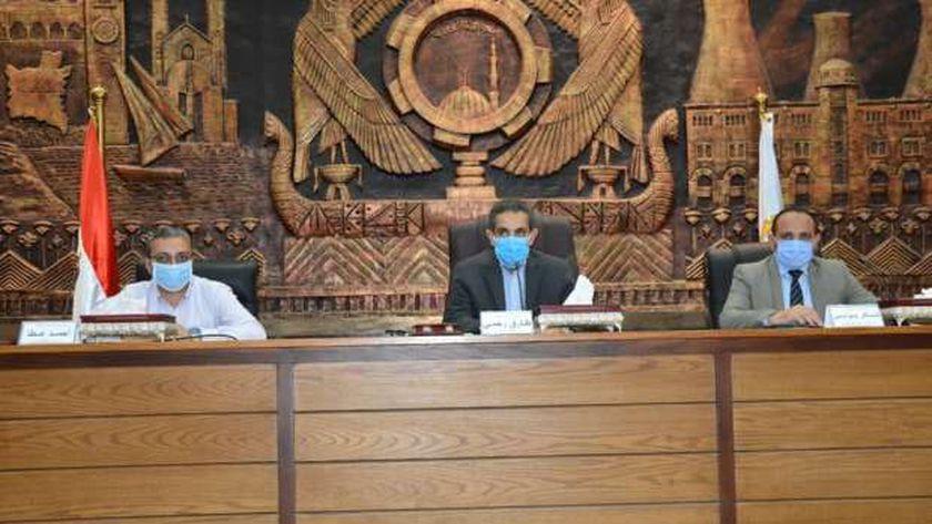 محافظ الغربية يناقش تقرير اللجنة التي قامت بالمرور على مركز السنطه