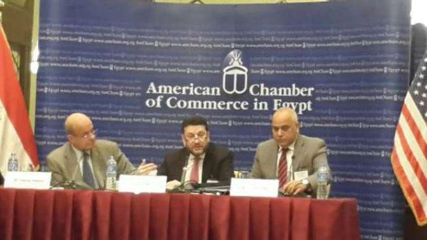 المنير خلال لقائه لجنة الضرائب بالغرفة الأمريكية