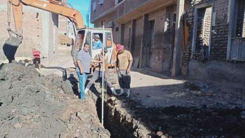 محلية دمياط تتدخل لحل مشكلة الصرف الصحى بالبصارطة