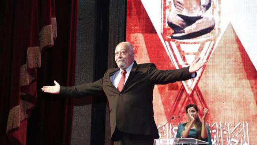 الفنان سامي مغاوري خلال تكريمه بافتتاح مهرجان القومي للمسرح
