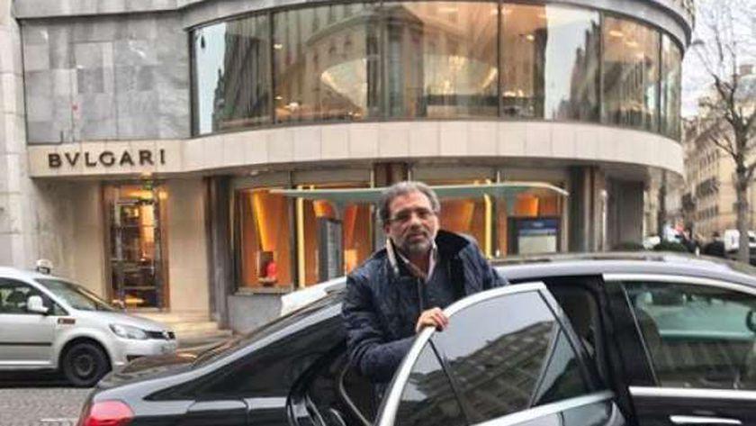 """خالد يوسف لدى وصوله """"باريس"""""""