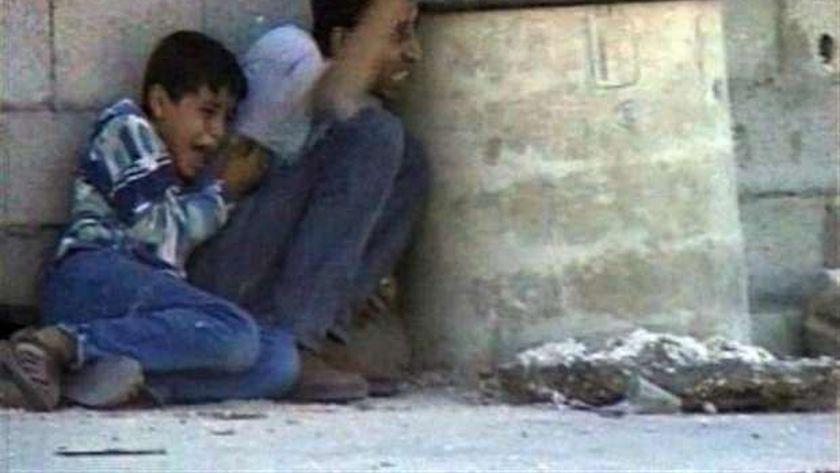 محمد الدرة ووالده لحظة استشهاده