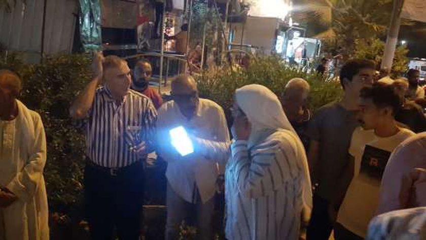 """رئيس """"القاهرة الجديدة"""" يقود حملة ليلية لإزالة إشغالات الزلزال"""