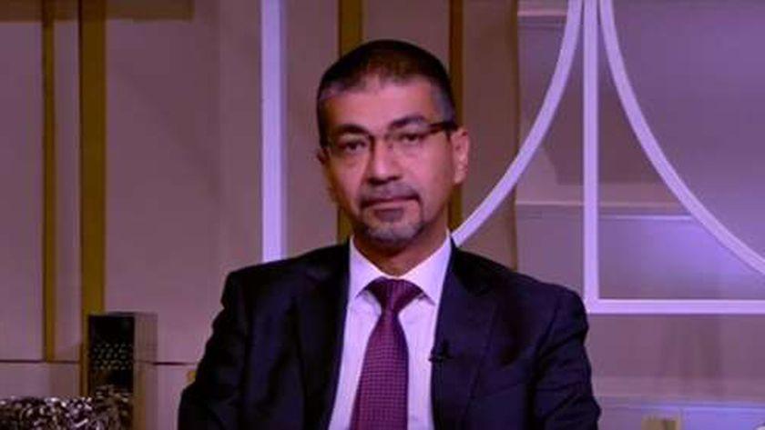 الدكتور محمد صلاح البدري، استاذ جراحة المسالك البولية والتناسلية بكلية الطب جامعة المنيا وعضو مجلس الشيوخ