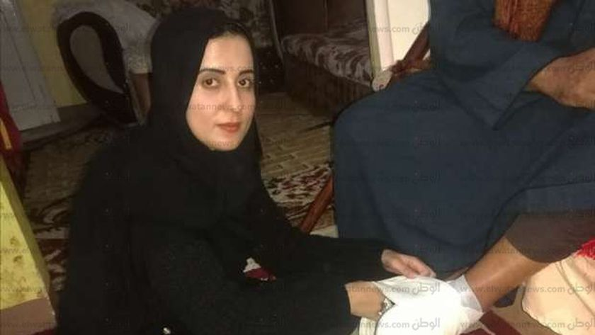 رانيا كمال رضوان اثناء تقديم خدمات مجانية