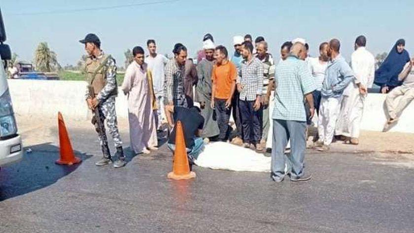 مصرع شاب دهسته سيارة ربع نقل مسرعة على طريق مصر الفيوم