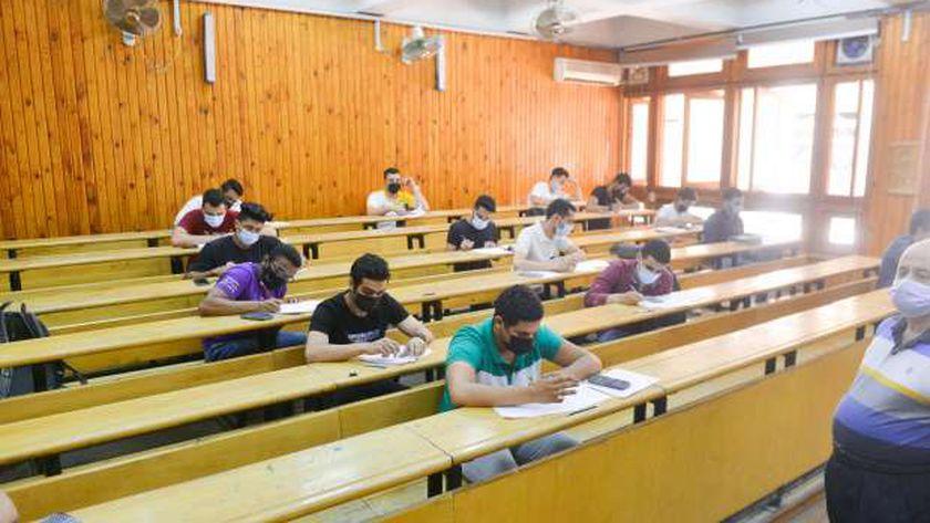 طلاب الجامعات