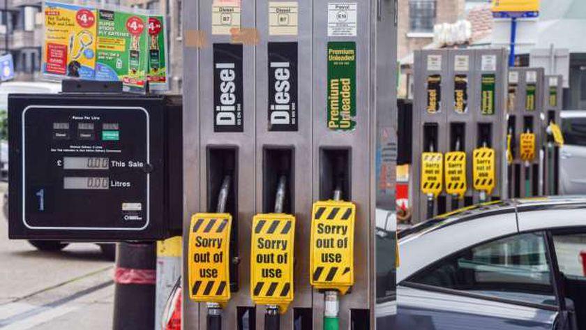 """محطات البنزين في بريطانيا  تعلق عبترة """"لا يوجد وقود"""""""