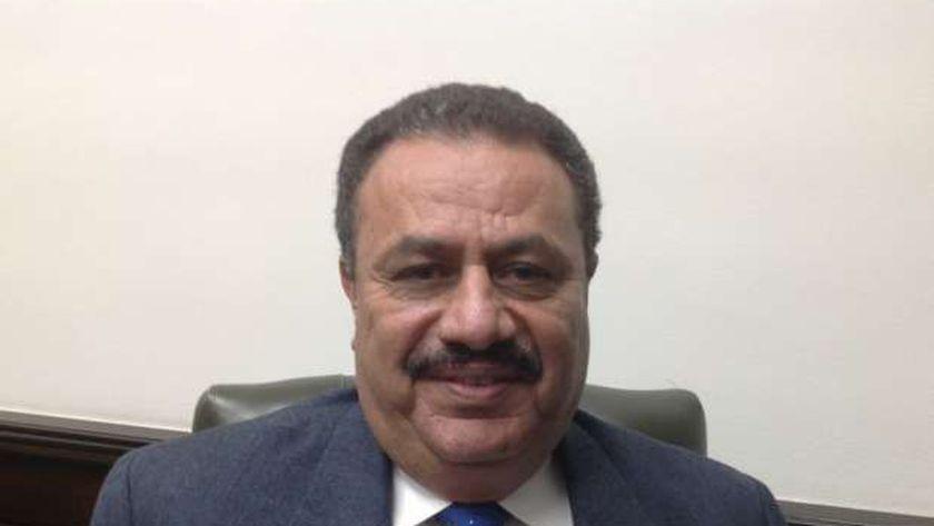 إبراهيم عبد القادر رئيس مصلحة الضرائب