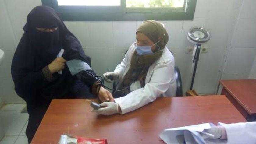 محافظ بني سويف: الكشف والعلاج المجاني لـ801 مواطن في قافلة طبية