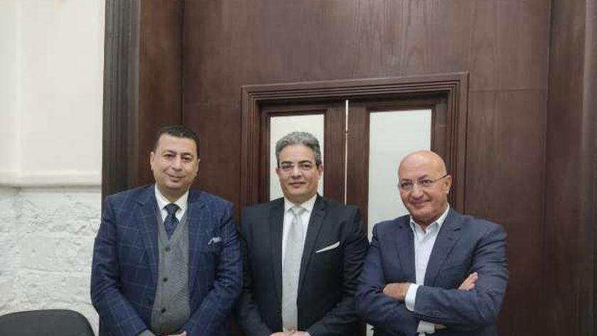 نقيب الإعلاميين يتوسط سيد علي ومحامي ريهام سعيد