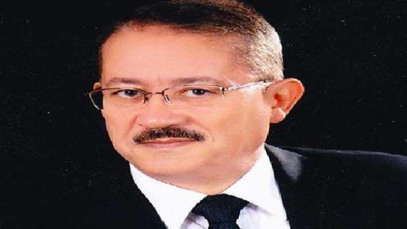 الدكتور أسامة عقيل
