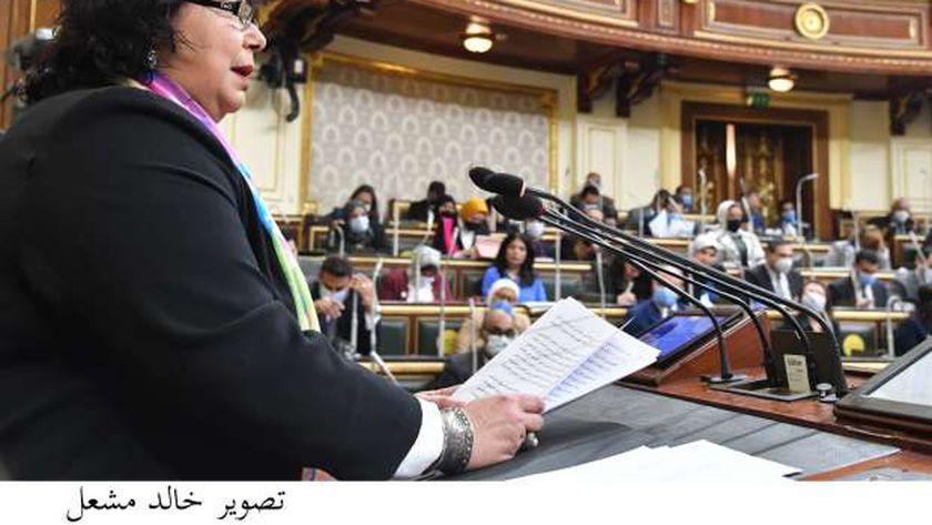 وزيرة الثقافة تحت قبة البرلمان