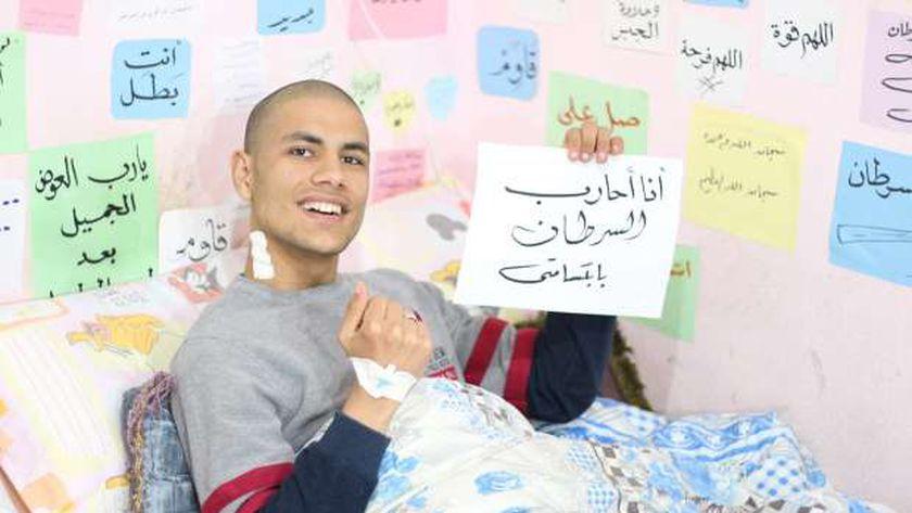 محمد قمصان داخل غرفته