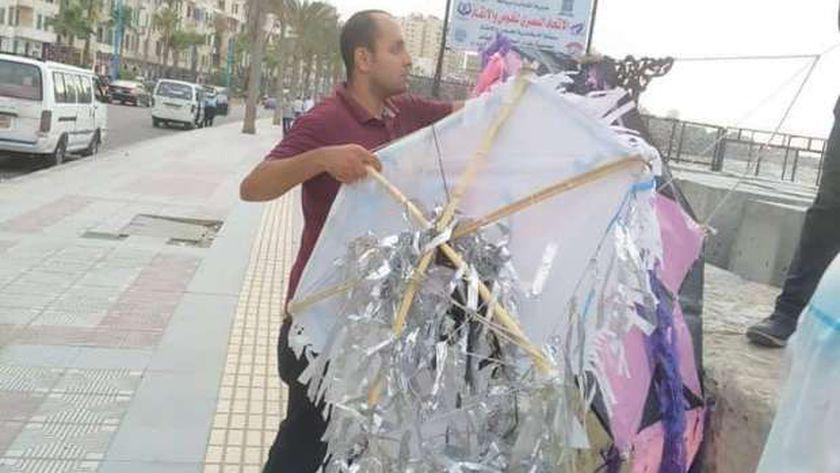 بعد قرار المحافظ التحفظ على 7 طائرات الورقية بكورنيش الإسكندرية