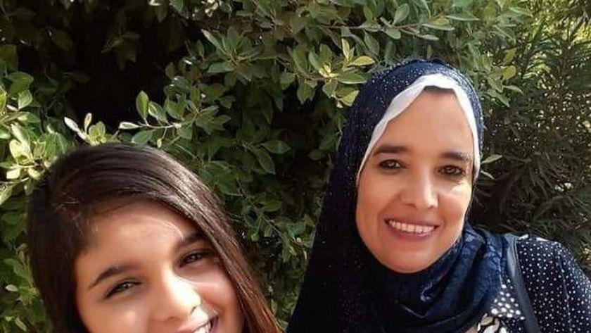 الطفلة سجود مع أمها ببورسعيد