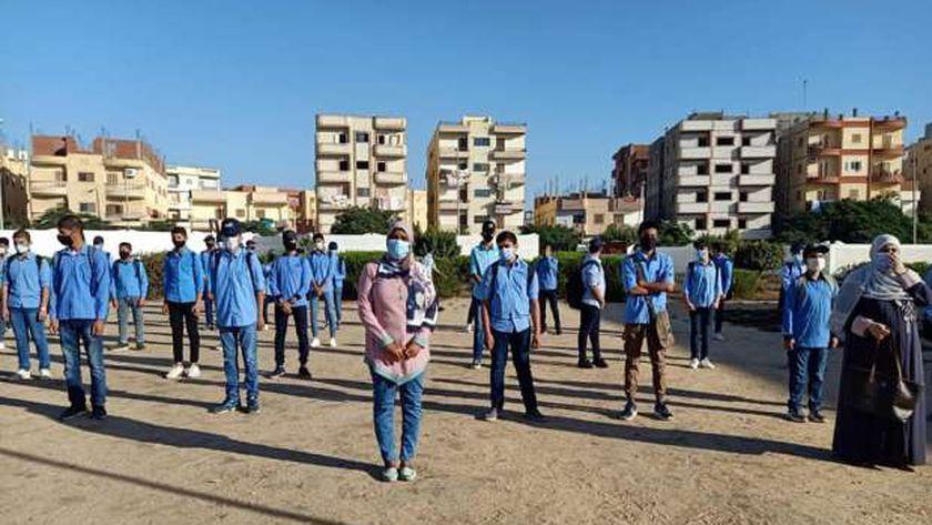 صورة منها الحظاظات والمكياج.. محظورات تمنع الطالب من دخول الامتحانات – مصر