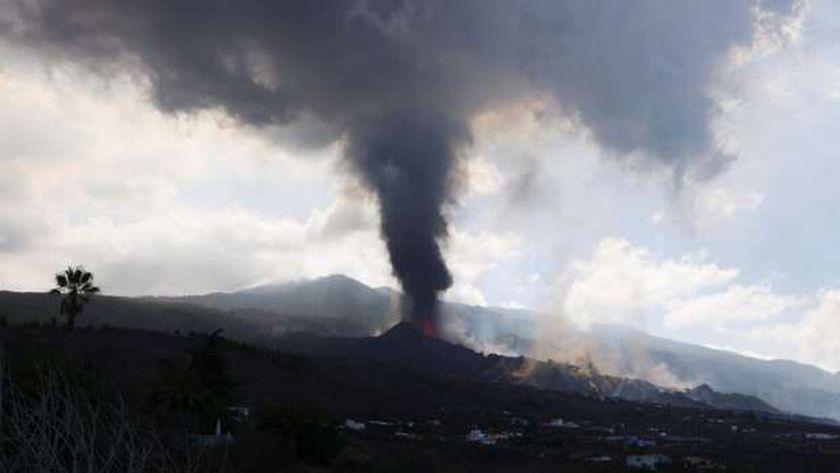 ثوران البركان في جزيرة لابالما الإسبانية