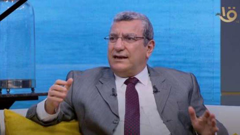 الدكتور عبد اللطيف المر أستاذ الطب الوقائي بجامعة الزقازيق