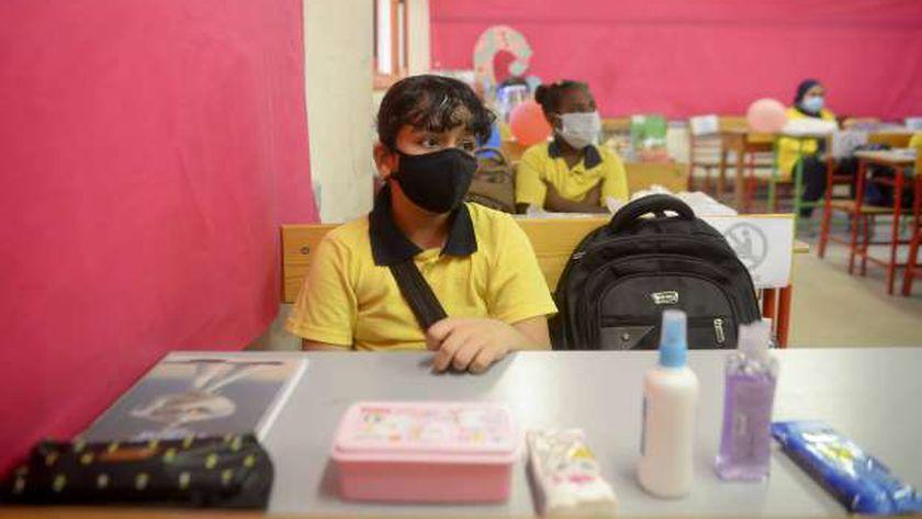 صورة أرشيفية لطالبات داخل أحد الفصول قبل غلق المدارس