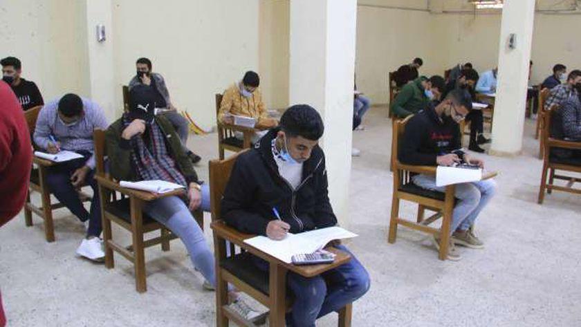 امتحانات التيرم الأول