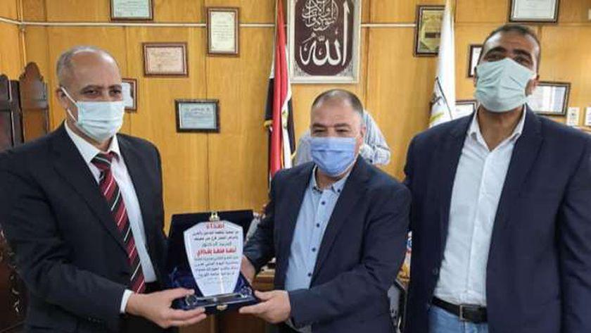 جمعية مكافحة مرض الدرن والتدخين تُكرم قيادات الصحة ببني سويف