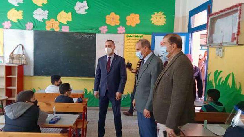 محافظ كفر الشيخ يطمئن على طلاب النقل خلال الامتحانات
