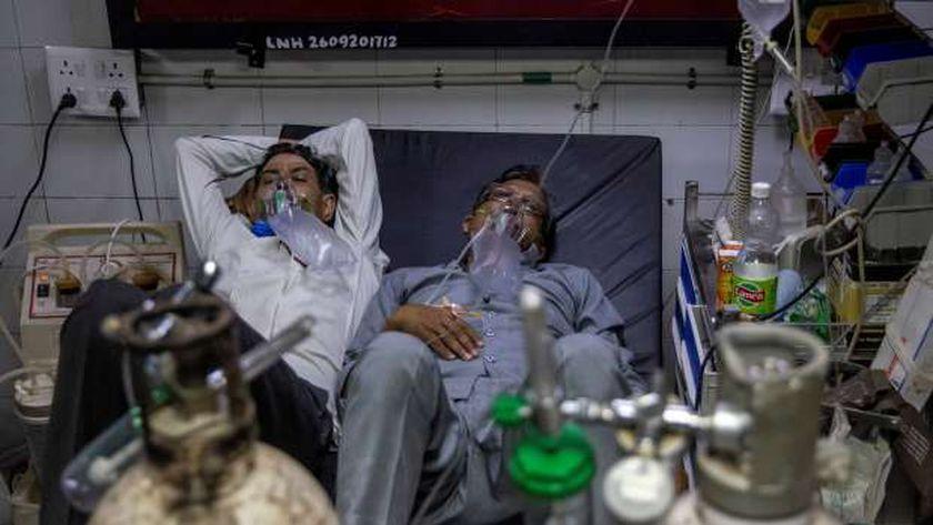 تزايد حالات كورونا بالهند وامتلاء المستشفيات دفع الدولة لدعوة المواطنين لإرتداء الكمامات في المنازل