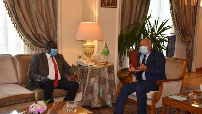 أبو الغيط ووزير الري الجنوب سوداني