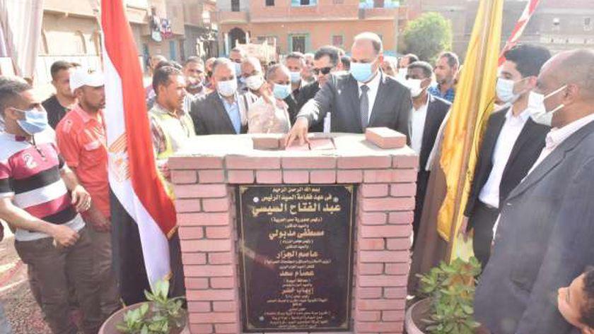 محافظ أسيوط يضع حجر اساس مشروع صرف صحى قرى مركز منفلوط بقرية المندرة